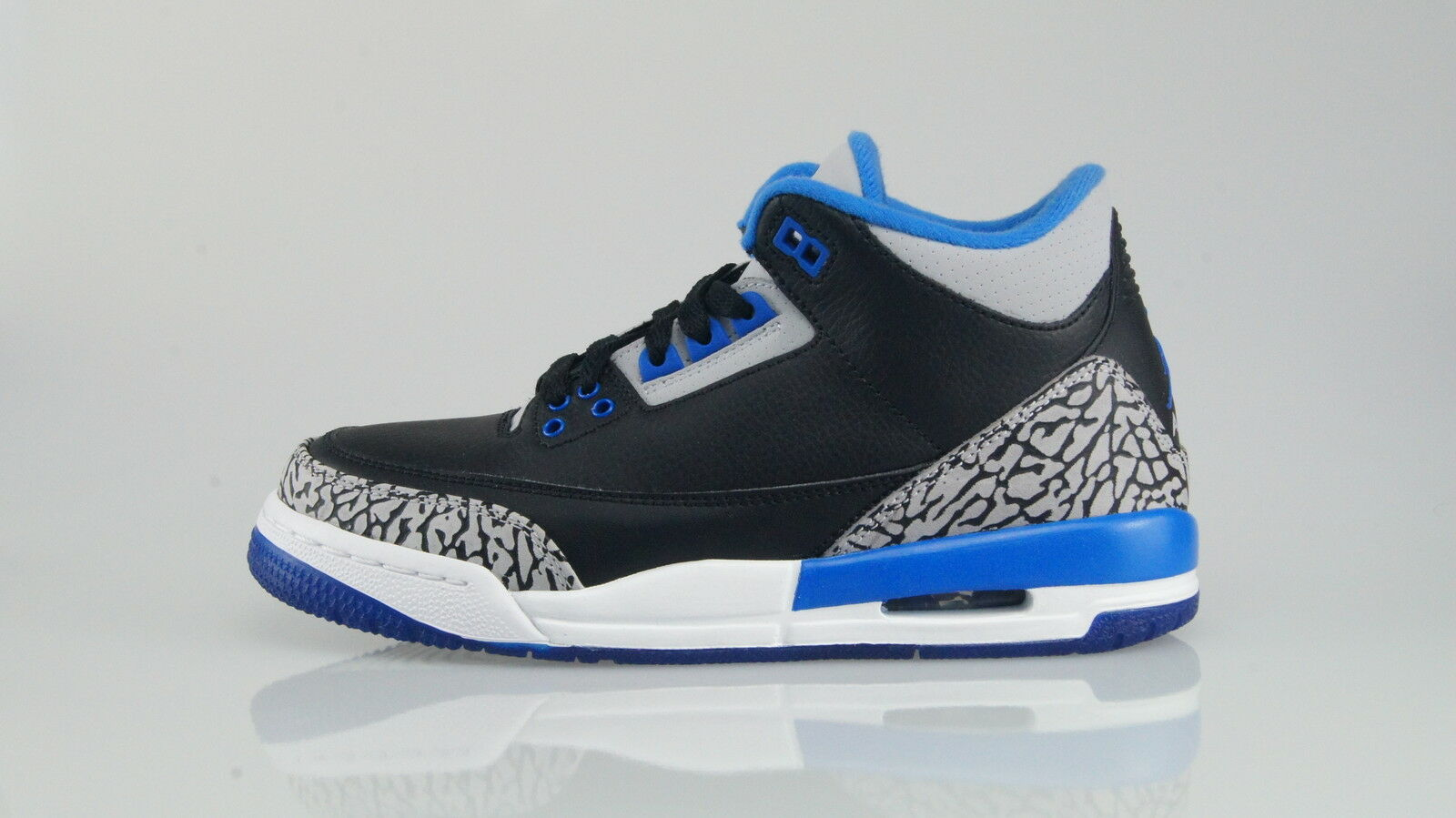 NIKE AIR JORDAN 3 RETRO Size 36,5 (4,5Y)
