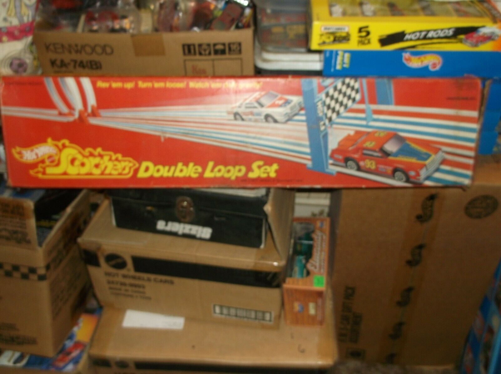 HOT WHEELS  MATTEL SCORCHERS DOUBLR LOOP SET, with CARS