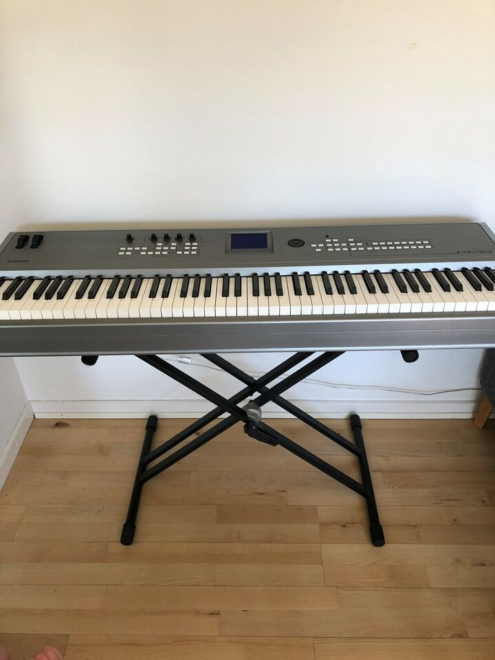 Synthesizer, Yamaha MM8