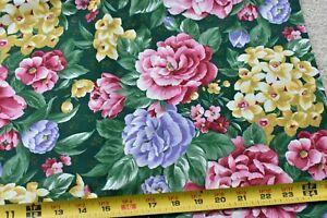 By-1-2-Yd-Floral-on-Dark-Green-Quilt-Cotton-Clothworks-034-Festive-Florals-034-N5830