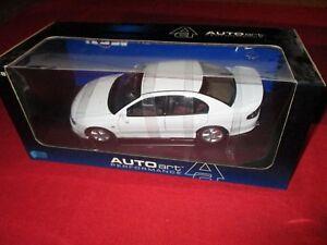 Autoart-performance-73304-1-18-HSV-Commodore-vt2-Club-Sport-r8-herron-White