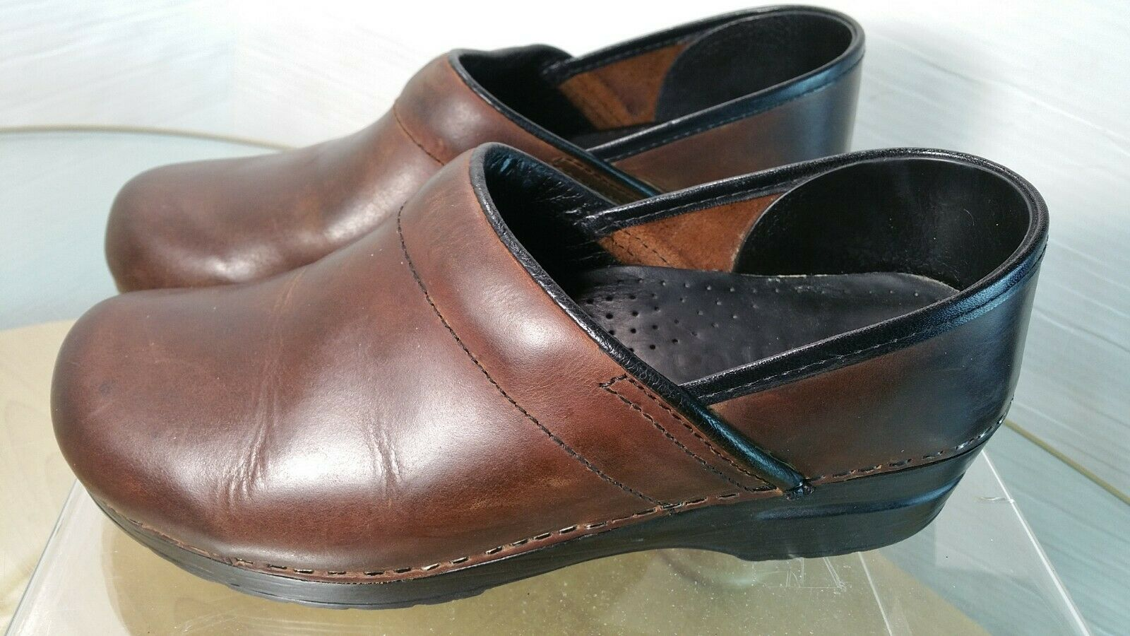 Sanita Women's Professional  Brown Leather Occupational Clogs Size 39 US 8.5 -9