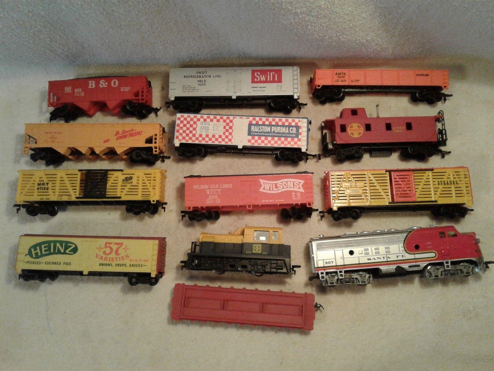 Vintage 13 Pc Conjunto de tren de Escala Ho Bachman Tyco Ahm Diesel Loco Furgón De Cola Caja de coches