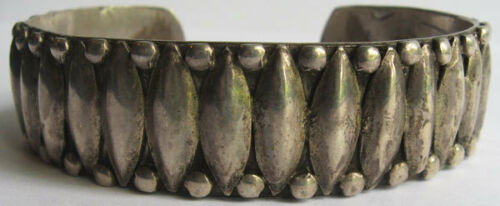 VINTAGE NAVAJO INDIAN SILVER APPLIED DESIGN CUFF BRACELET