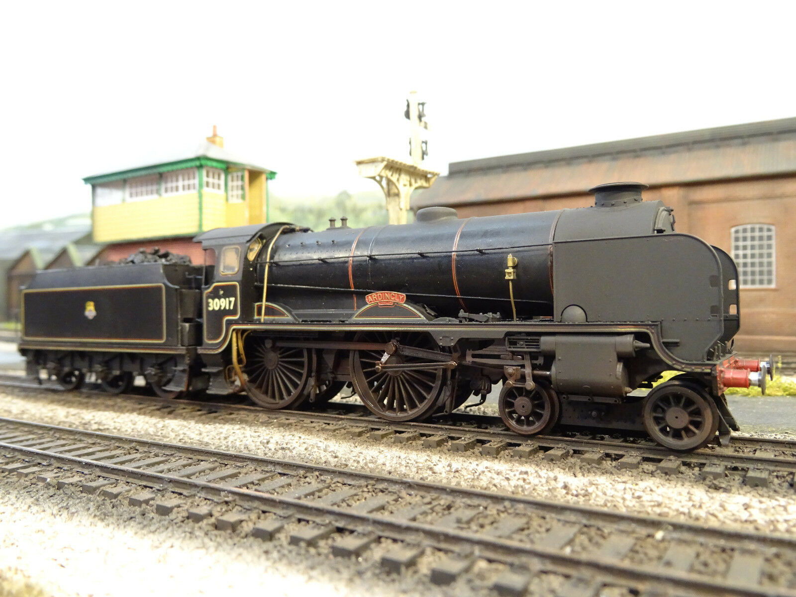 HORNBY BR SCHOOLS 30917 ARDINGLY (DETAILED LINESIDE WEATHERED) BOXED