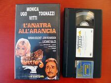VHS.07) L'ANATRA ALL'ARANCIA - MONDADORI VIDEO (UGO TOGNAZZI, MONICA VITTI)