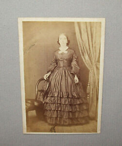 Old-Antique-Vtg-1860s-CDV-Photograph-Civil-War-Era-Young-Woman-Standing-Nice