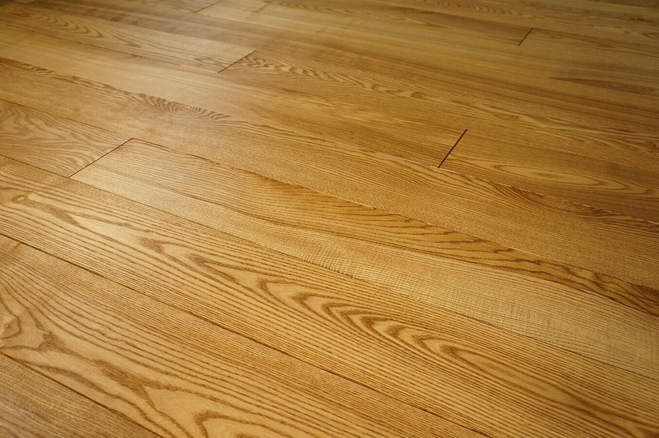 Massivholzdiele Esche Select-Natur 15x160 x 600-2800mm geölt in Farbton Nußbaum