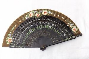 VINTAGE-HAND-HELD-FAN-CHINESE-FLOWERS-WOOD-SILK-CONSTRUCTION-F90