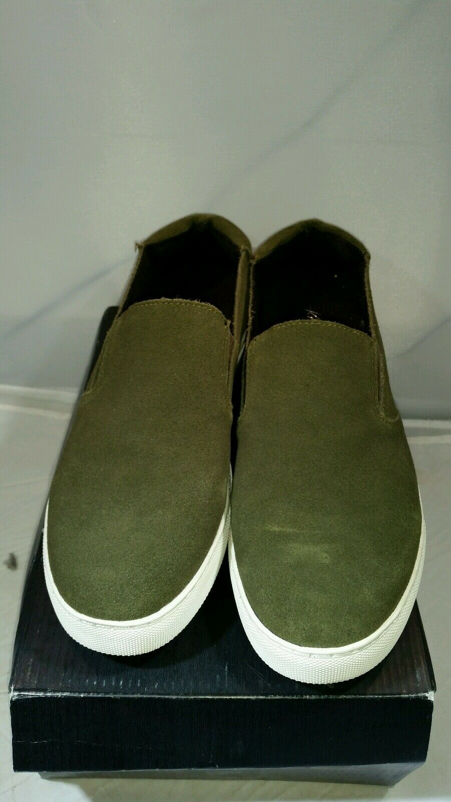 Kenneth Cole Womens Kit su army  Sneaker shoes size 9.5