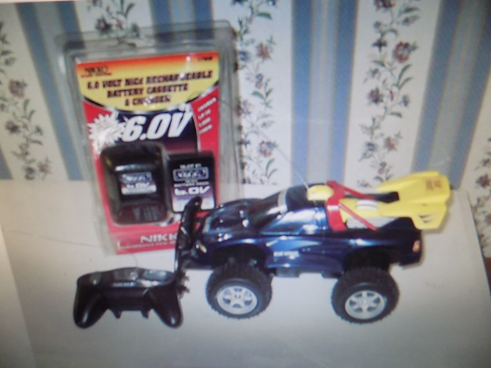 Vintage 1980's bluee hornet RC Car with new battery, charger, remote