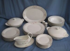 Royal-Doulton-TWILIGHT-ROSE-DINNER-SERVICE-VARIOUS-ITEMS-AVAILABLE-EXC-COND