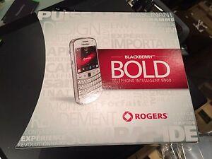 BlackBerry-Bold-9900-8GB-Black-Unlocked-Smartphone