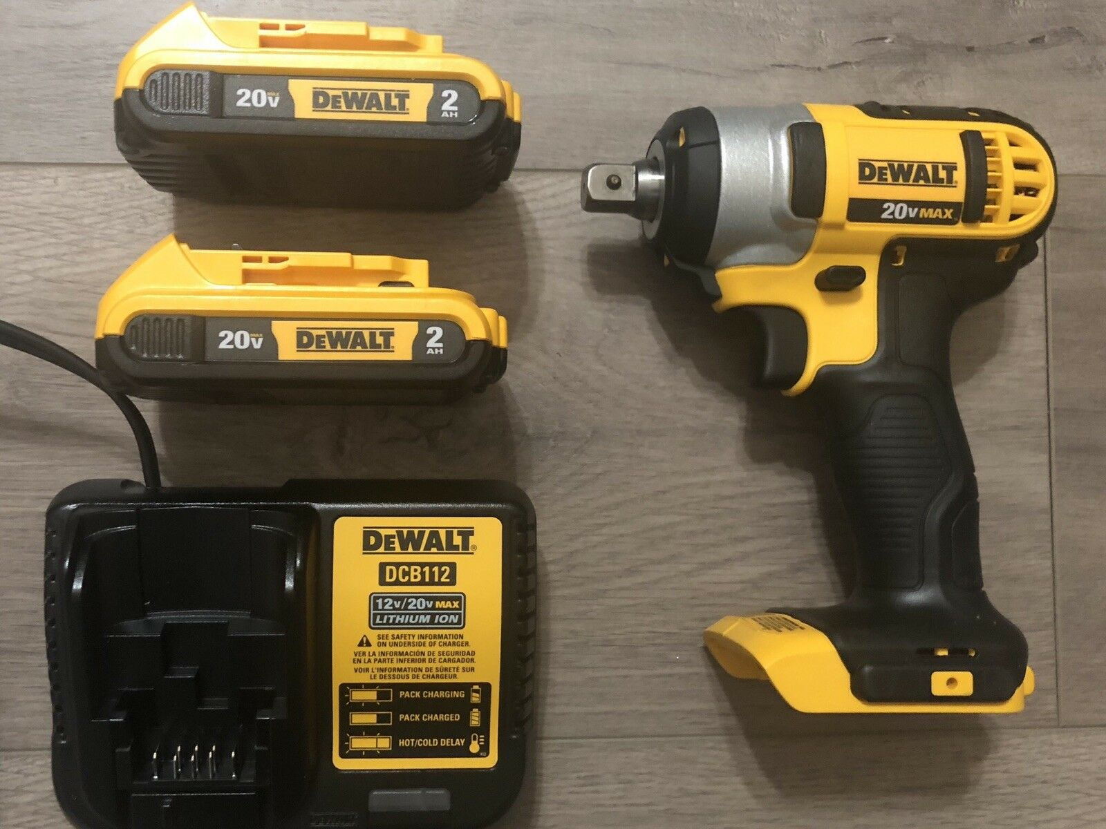 NEW DeWALT DCF880 1/2 Impact Drill Kit With (2)2.0amp XR Battery And charger