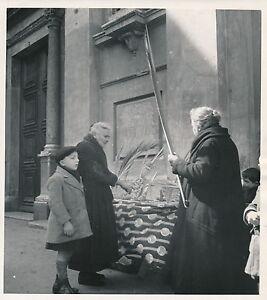 Nice C. 1950 - Marchande Devant Eglise Alpes Maritimes - Div 7034 Xxzouul8-07221022-375234807