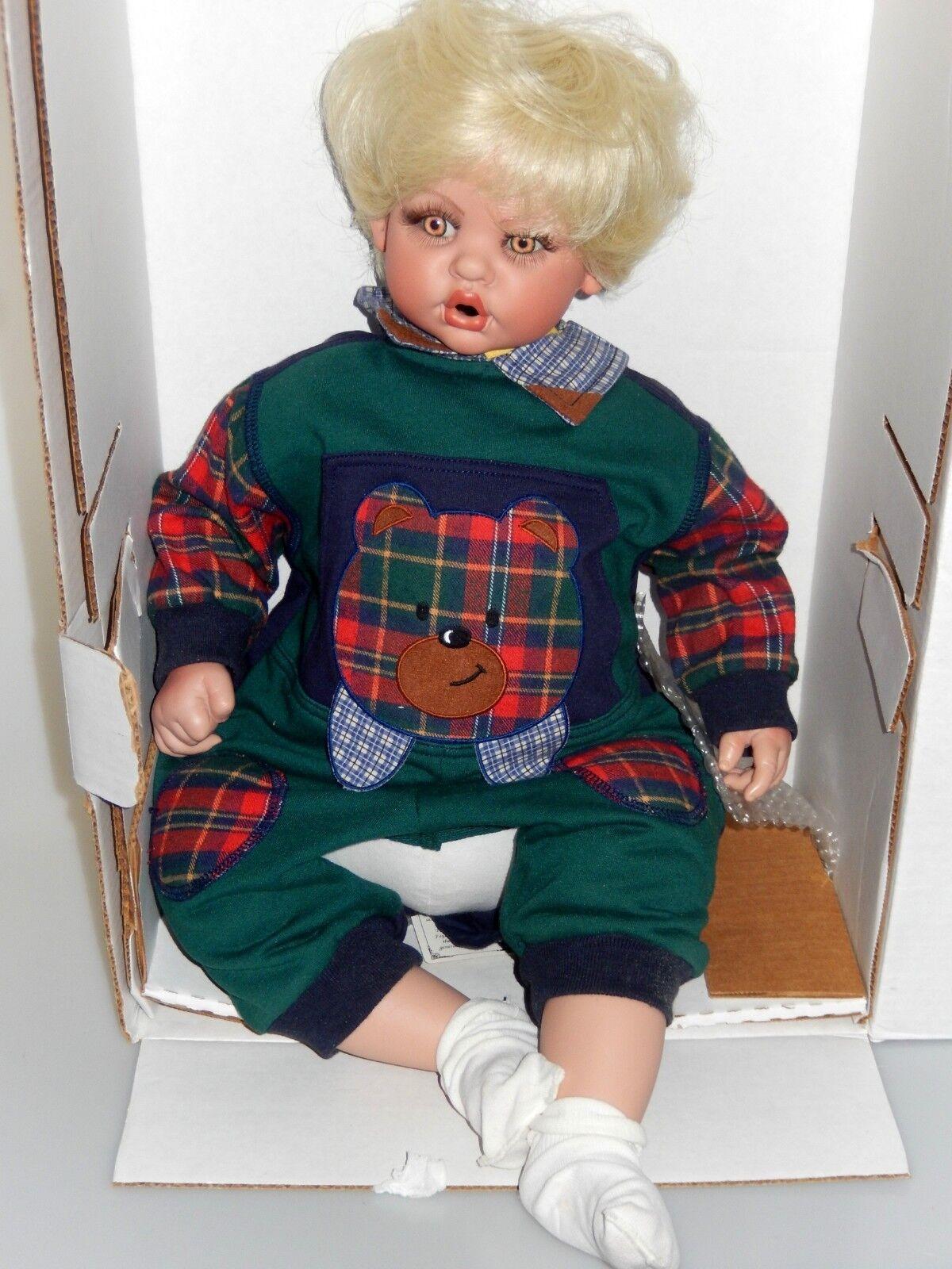 en caja el FAYZAH SPANOS muñeca colección oso Boo Boo