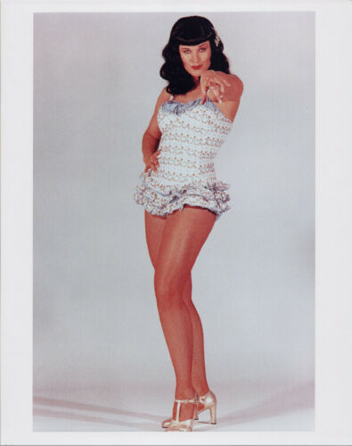 Lucy Lawless cheesecake pin-up photo dresssed as Bettye Paige 8x10