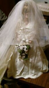 Princess Diana Porcelian Doll Wedding Dress Rare Long Train 72 Vail 18 Doll Ebay
