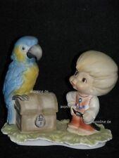 +# A012480_06 Goebel Archiv Best Friends Junge Pirat mit Papagei + Schatz 10-926