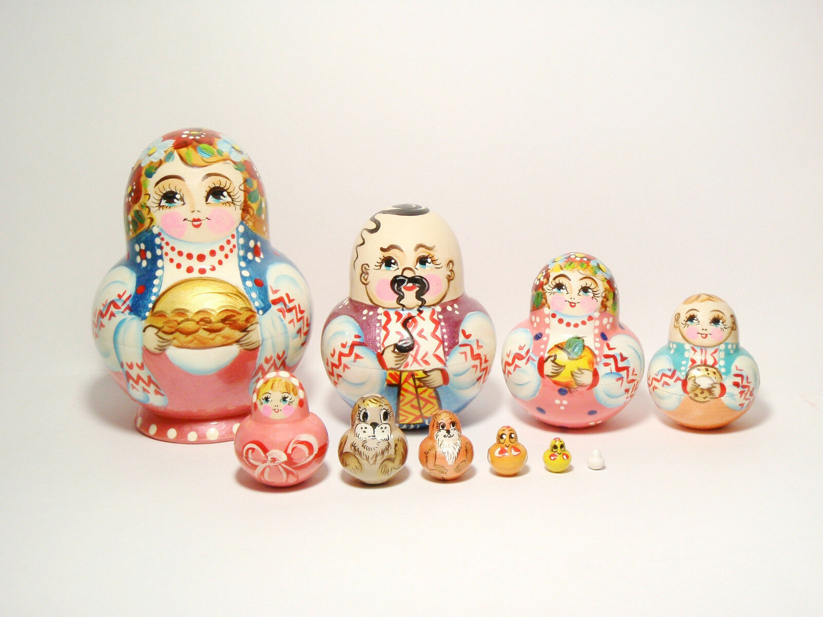 Nesting Doll Pie 10 pcs, Matryoshka Ukraine Family - Girl With Pie Doll 5,5