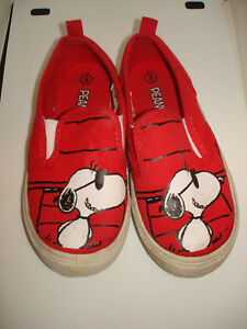 KIDS PEANUTS SNOOPY RED TENNIS SHOES