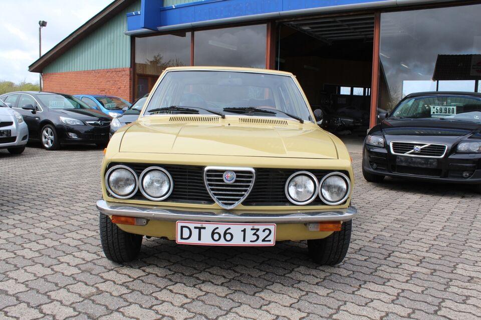 Alfa Romeo Alfetta 1,8 d Benzin modelår 1976 km 133000 Gul
