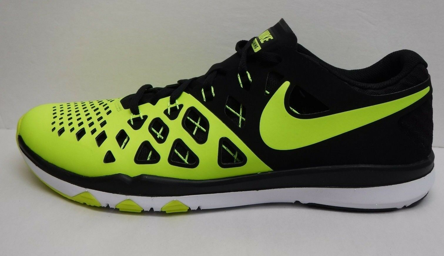 NIke Size 10.5 Training Sneakers Lime Black New Mens Shoes