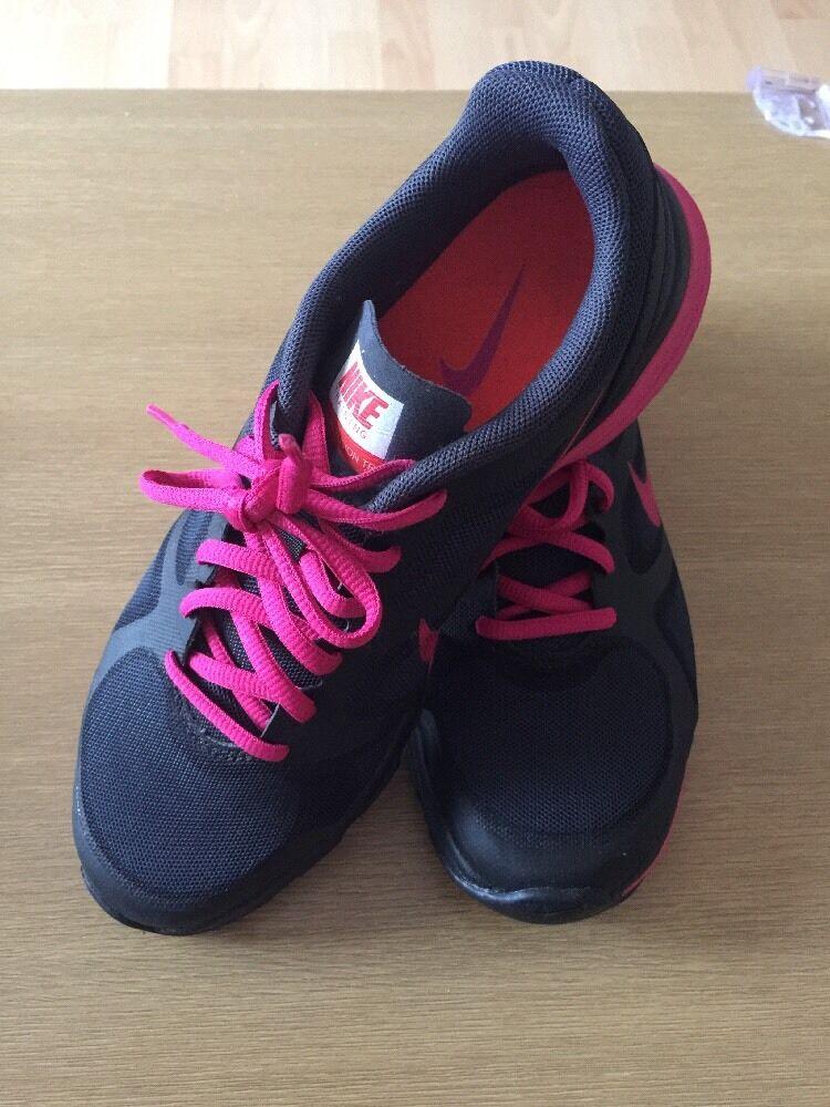 Women's Nike Training Dual Fusion TR, Size UK4, Black Pink Colour