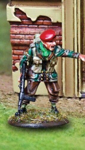 THE COLLECTORS SHOWCASE WW2 BRITISH CBB057 1ST AIRBORNE WITH STEN GUN MIP