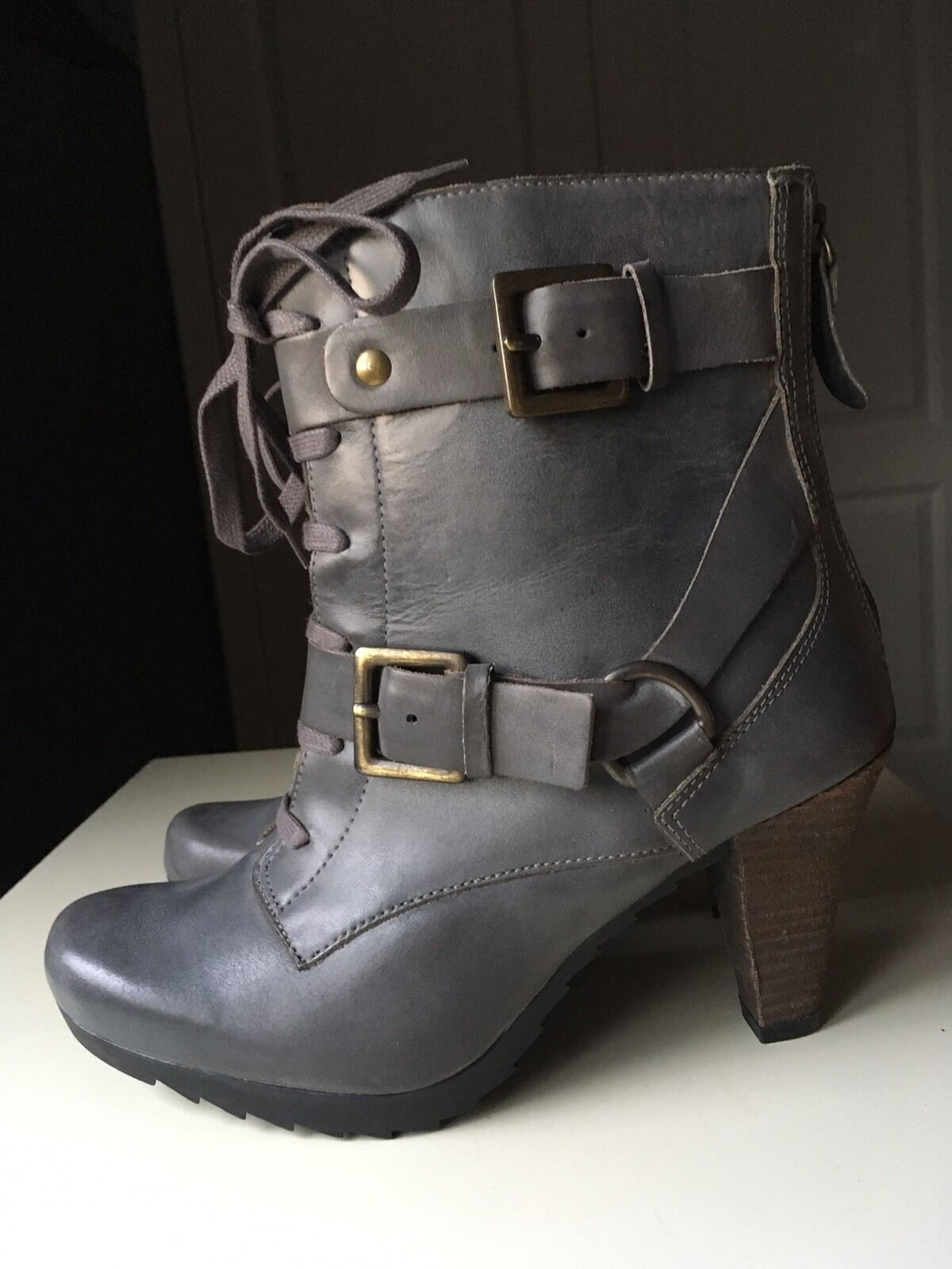 CLARKS Grey Leather Softwear Ankle High Heel shoes Military Boot Size 4.5 37.5 D