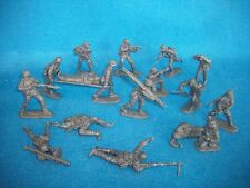 Classic Toy Soldiers German Assault Team w/ Medics ,17 figures in 1/32 scale