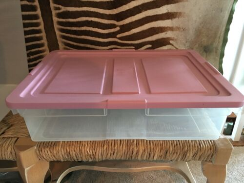 """VINTAGE RUBBERMAID STORAGE CONTAINER WITH PINK LID 22.5/"""" x 16.5/"""" x 6/"""""""