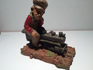 034-RARE-034-Vintage-1986-Cairn-Studios-Tom-Clark-CHIEF-Gnome-on-Train-Engine-73
