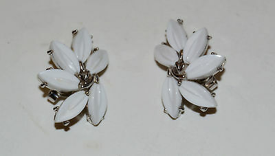 Vintage Crown Trifari Signed White Thermoset Plastic Flower Clip Earrings