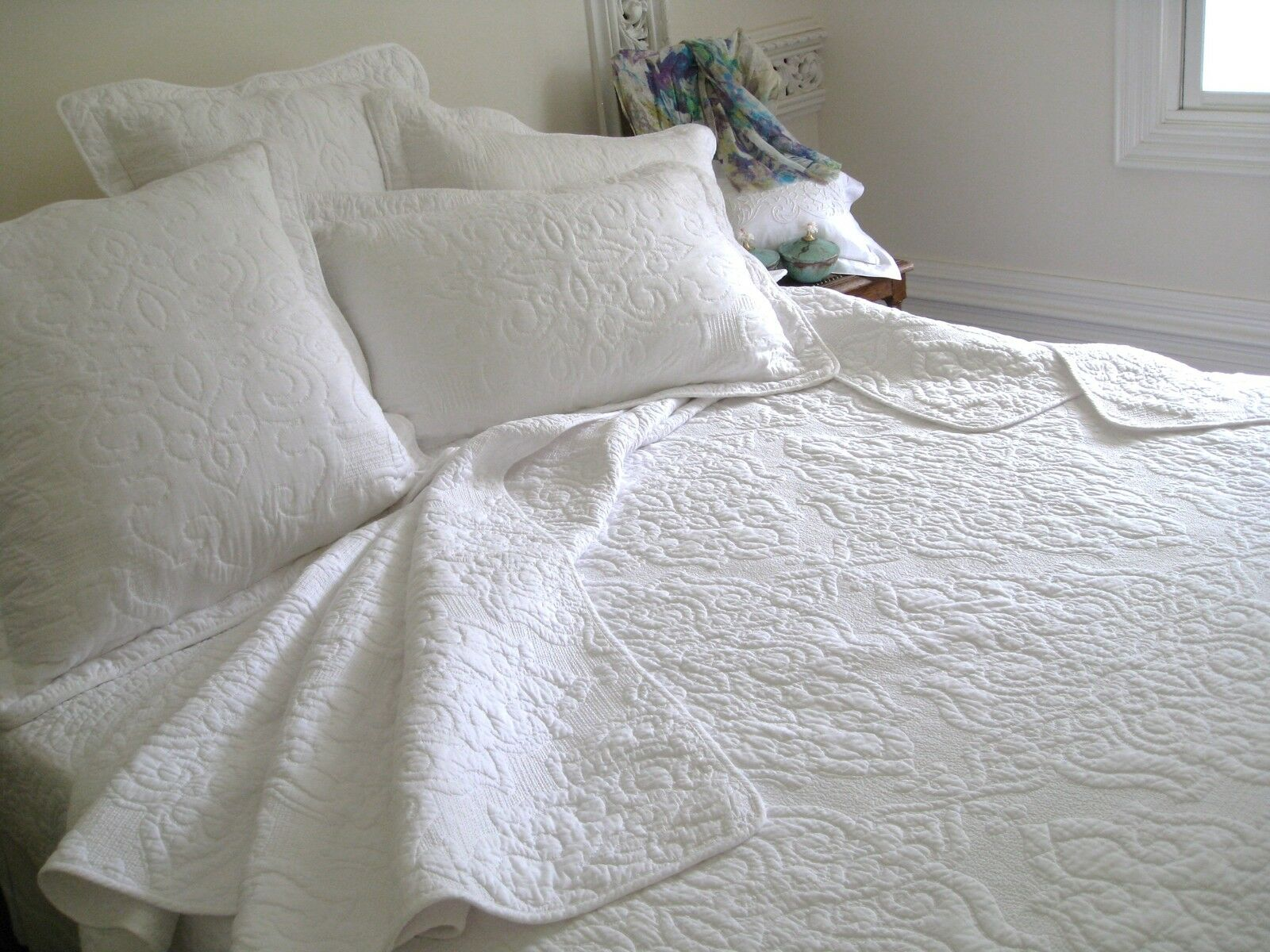 6 piece white embroidered quilt, bedspread, duvet cover in King, Queen & Double