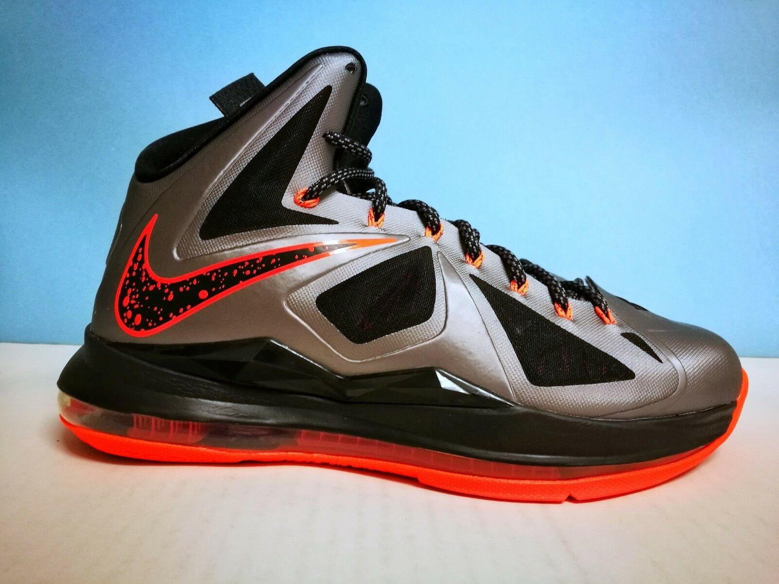 Nike Lebron X (10) ++ US LAVA ++ sz 9 US ++ 42.5 EU 541100 002 Jordan kobe kd Adidas fb9664