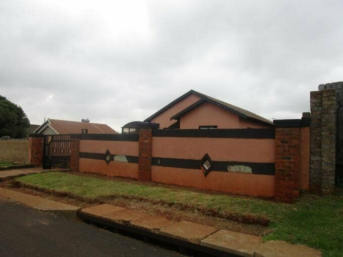 3 Bedroom with 1 Bathroom House For Sale in Ennerdale Gauteng