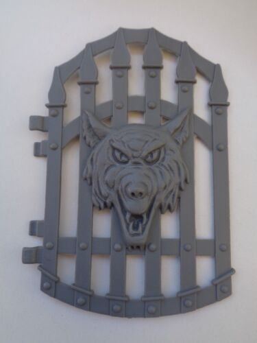 MOTU MASTERS OF THE UNIVERSE PART SNAKE MOUNTAIN CASTLE CLIP TRAP COVER BATTERY