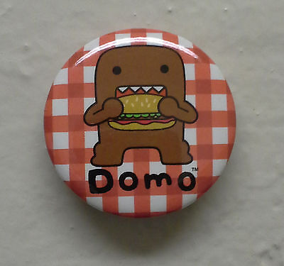 """BRAND NEW Burger Eating Domo kun 1.25"""" Button Pin Sandwich ~ Officially Licensed"""