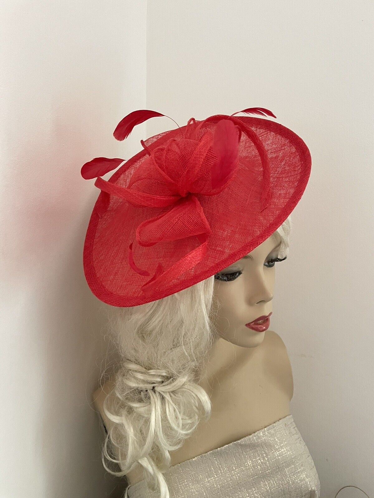NEW Bright Red Fascinator Saucer Wedding Hat Ascot Races Formal Ladies Disc Oval