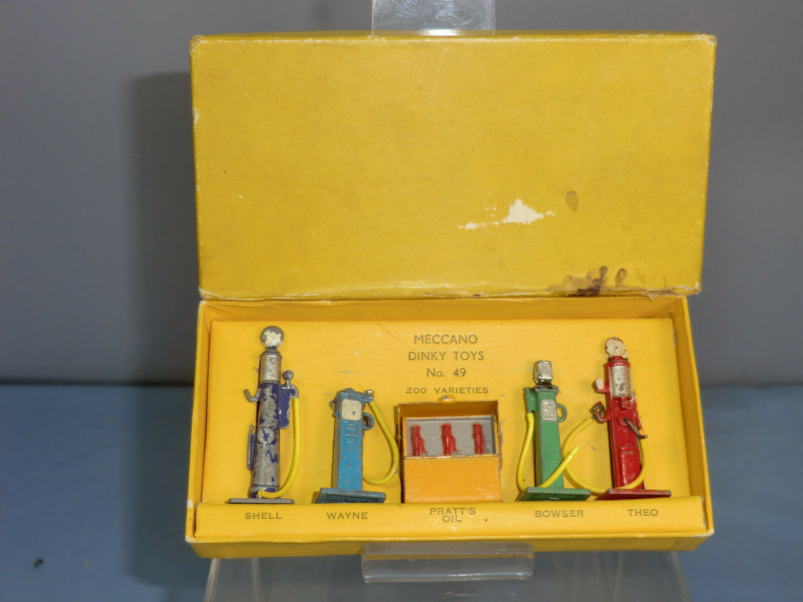 VINTAGE DINKY MODEL GIFT SET  No.49  PETROL PUMPS  SET VN MIB