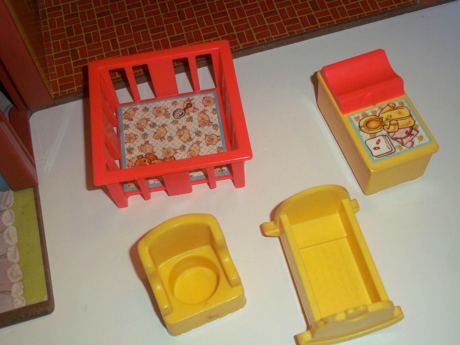 Fisher Price 1980 Vintage Play Family Tudor Tudor Tudor House Includes Some Accessories f3edf0