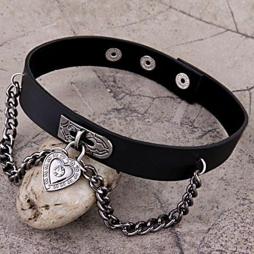 Por ejemplo CN /_ /_ Corazón Colgante Collar Gargantilla Negro Imitación Cuero PU Esclavo Cadena Collar