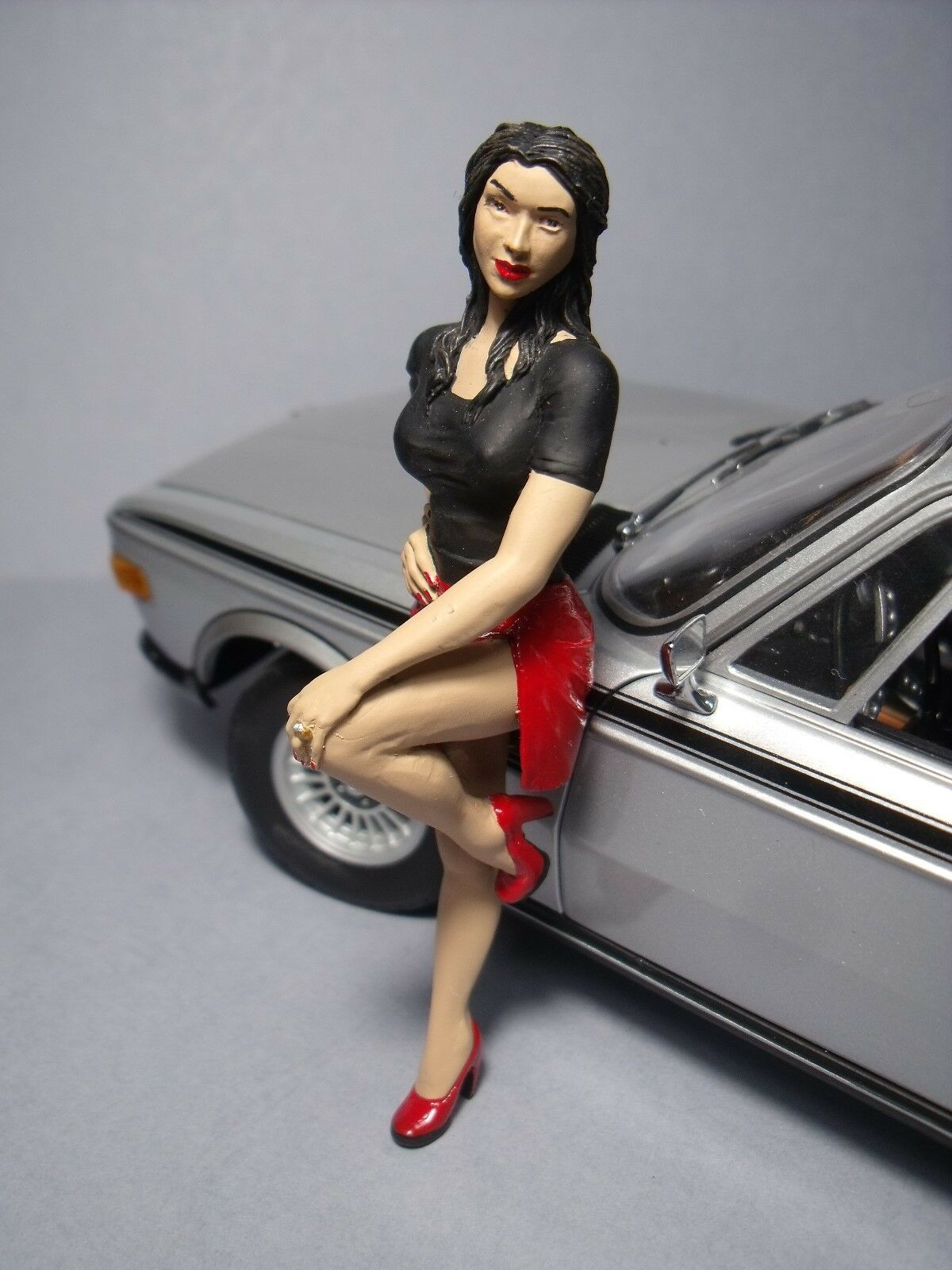 OLGA  1 18  PAINTED  GIRL  FIGURE  BY  VROOM  FOR  MINICHAMPS  AUTOART  1 18