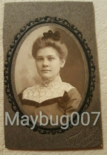 Antique mounted photograph lovely lady St. Louis, MO studio