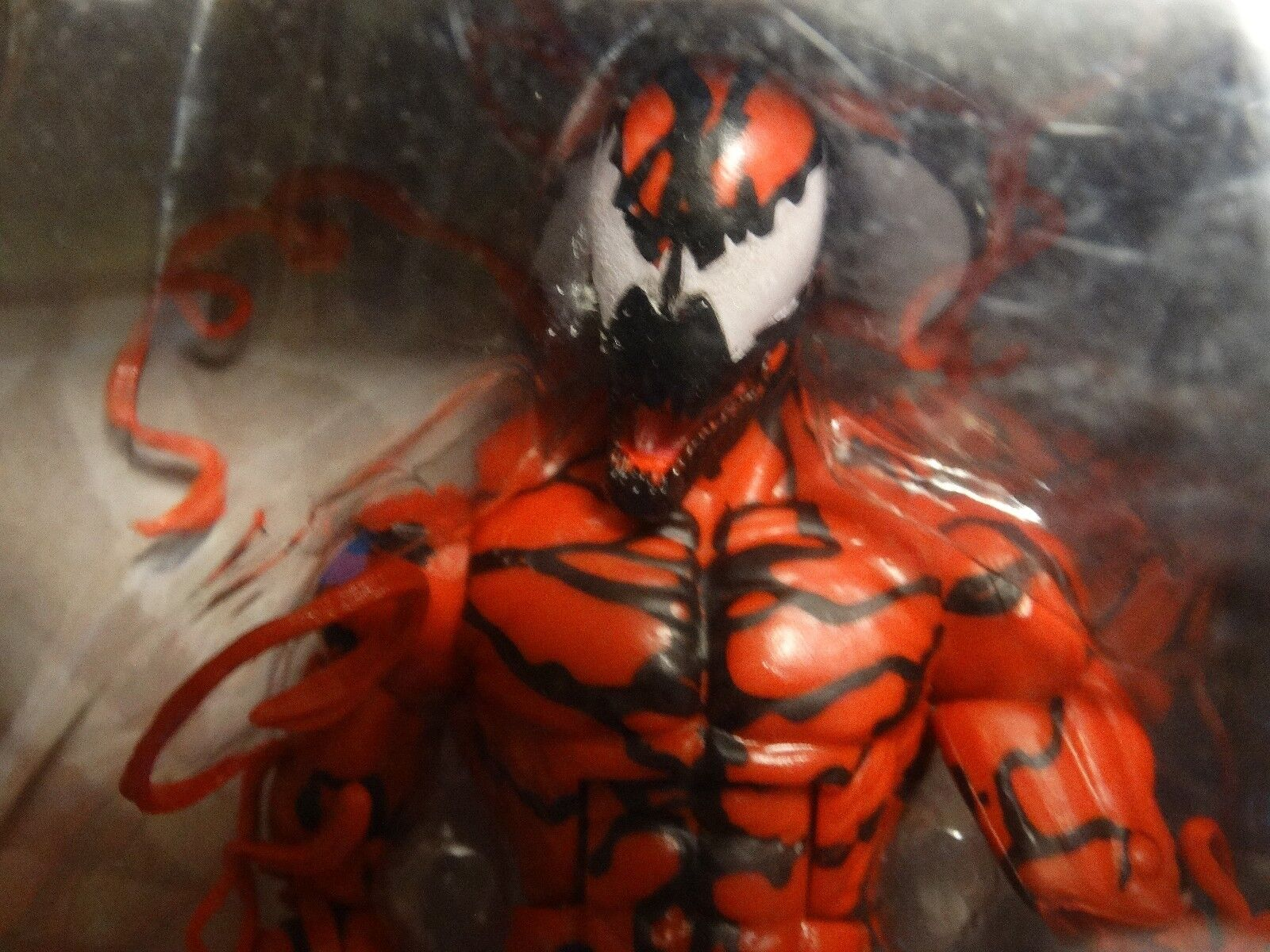 Marvel Legends CARNAGE - MIP - w  GOBLIN HEAD BAF piece     spider man infinite