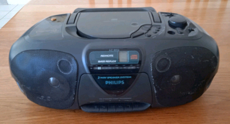 Philips radio R60  Cd player doesn't work: could possibly be repaired.