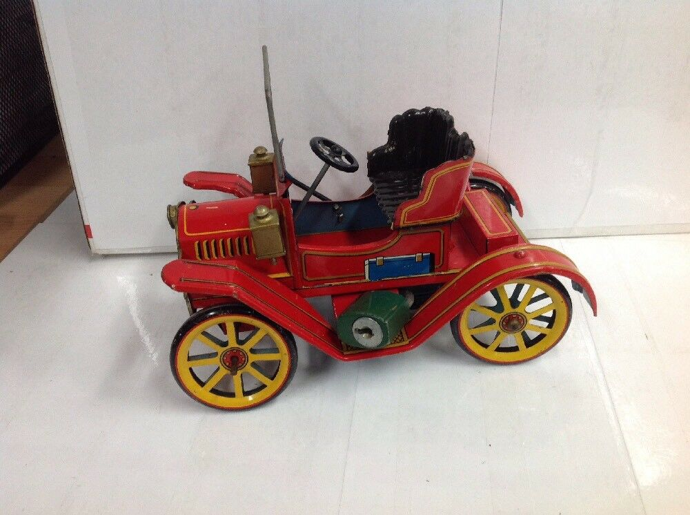 VINTAGE LEVER ACTION TIN TOY CAR BY MODERN TOYS FROM JAPAN PATENT NO. 27579