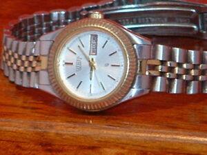 Pre-Owned-Vintage-Women-s-Citizen-Silver-Tone-Date-Analog-Quartz-Watch-For-Parts