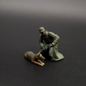 Painted-1-35-German-Soldier-With-Dog-Tamiya